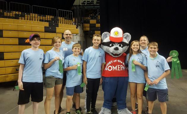 Picture of STEMM Odyssey of the Mind Team with Odyssey Mascot